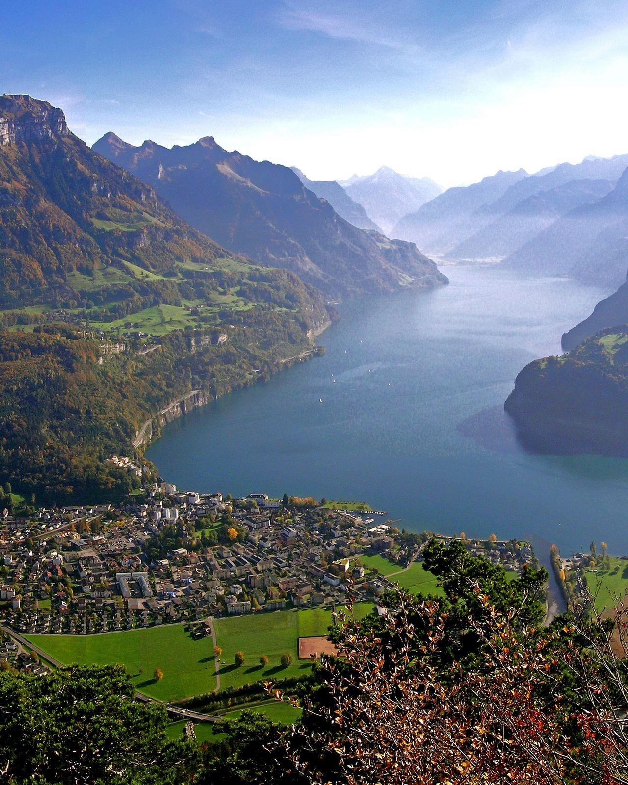 Guided village tour – Brunnen