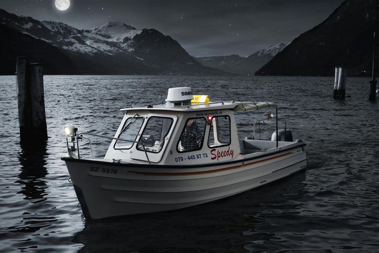 Speedy taxi boat