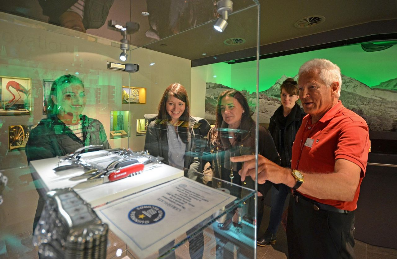 Public guided tour of the VISITOR CENTER & Victorinox Museum