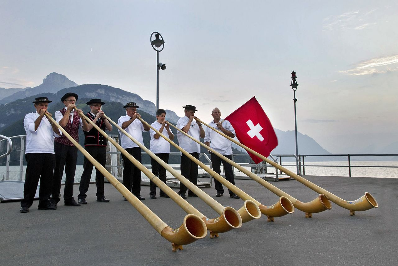 Alphorn concert with flag-twirling