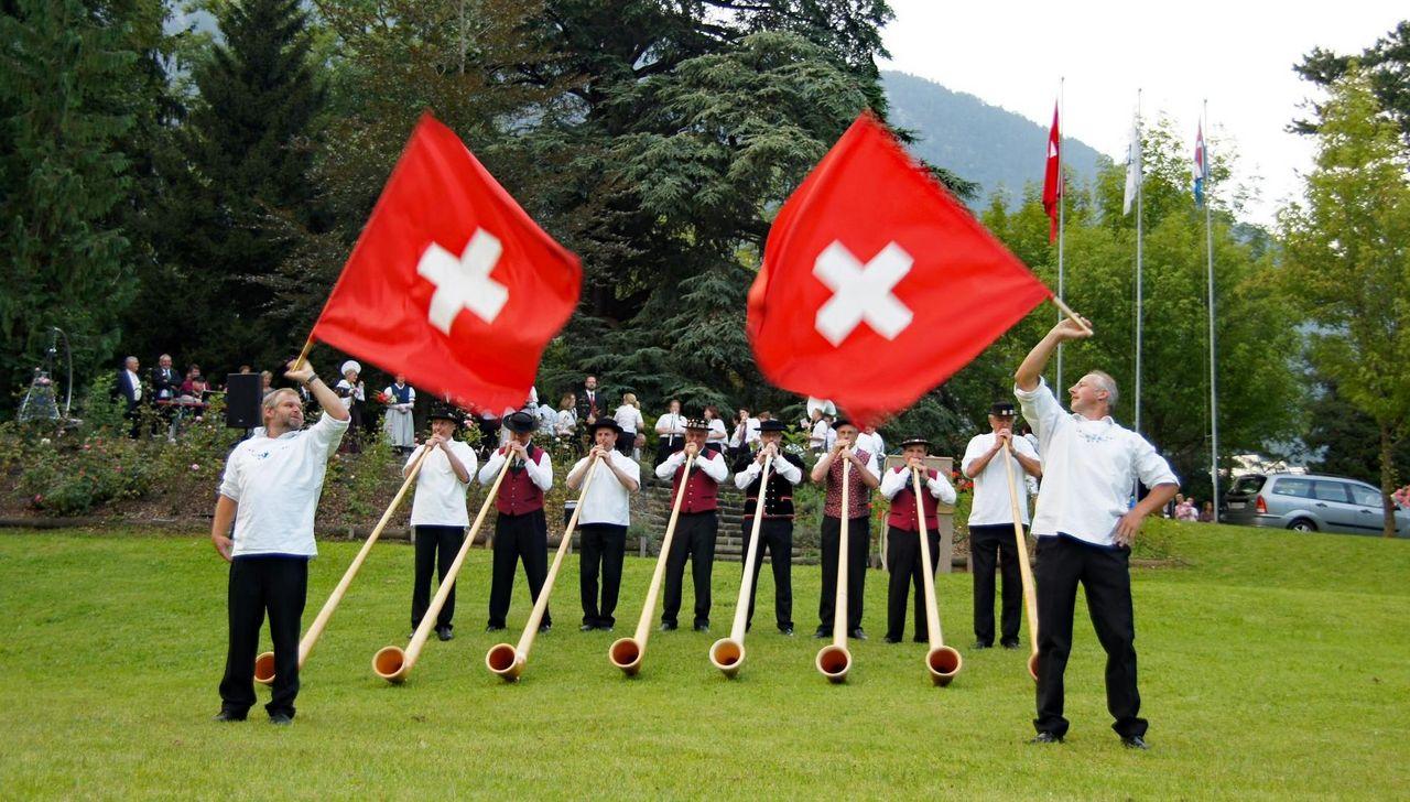 Kết quả hình ảnh cho ALPHORN CONCERTS WITH FLAG-TWIRLING switzerland