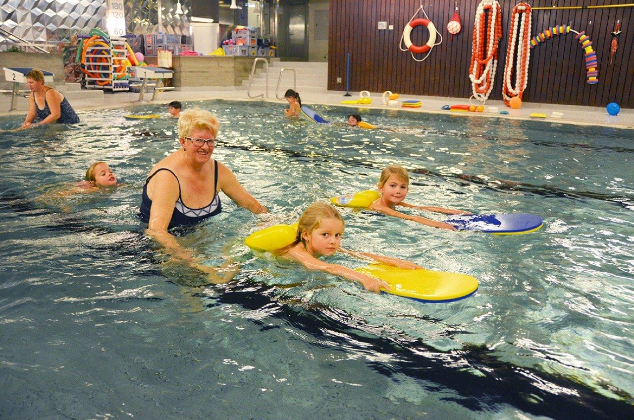 Hallenbad Rothenthurm indoor pool